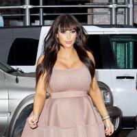 Kim Kardashian maman et businesswoman : tous aux abris, elle veut habiller nos enfants !