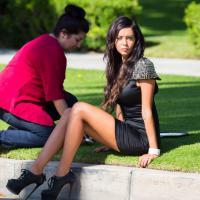 Nabilla Benattia sexy sur le tournage d'Hollywood Girls 3... même pour un enterrement