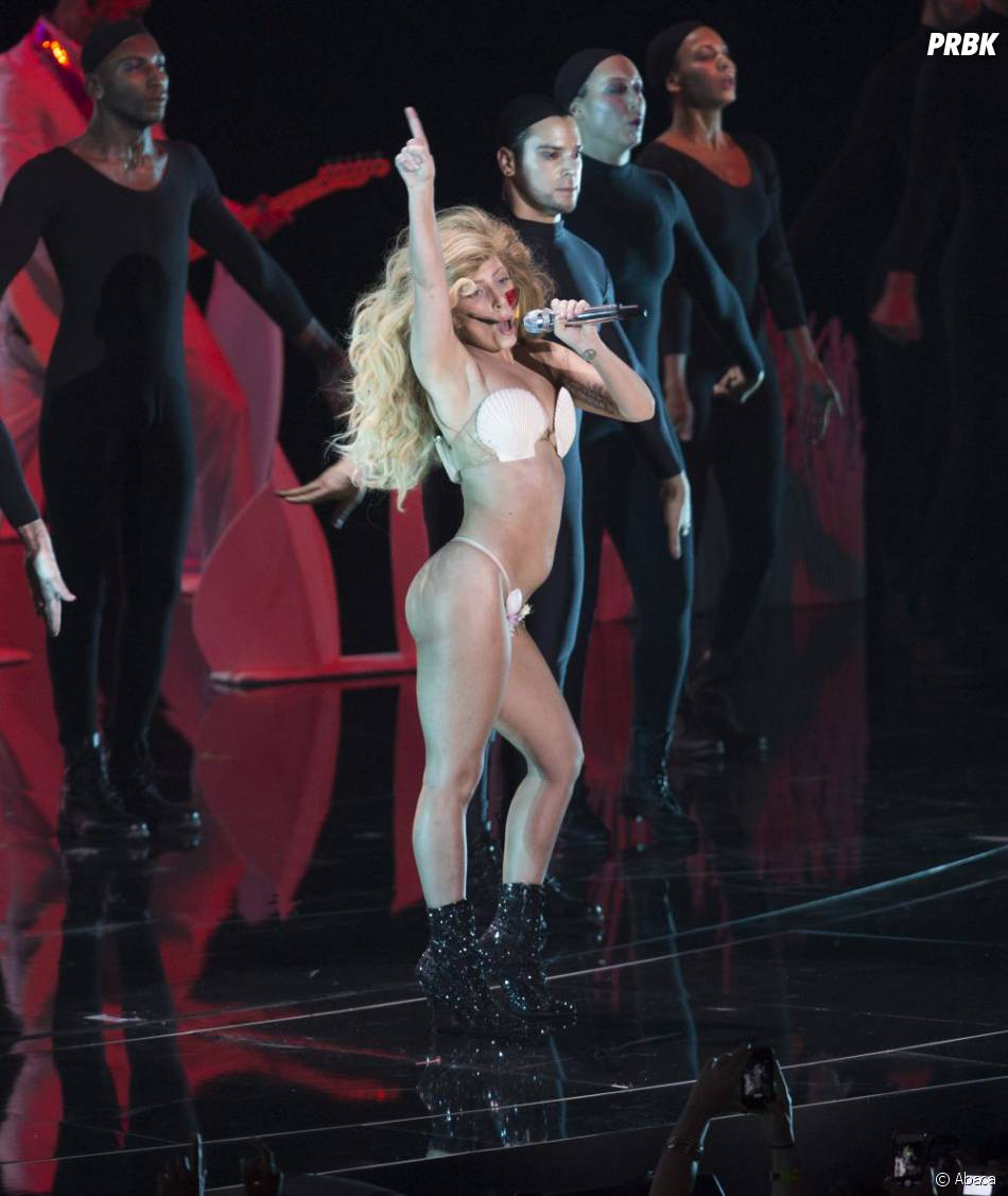 Lady Gaga quasi nue aux MTV VMA 2013