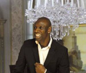 Omar Sy danse sur 'Boogie Wonderland' des Earth Wind and Fire dans 'Intouchables'