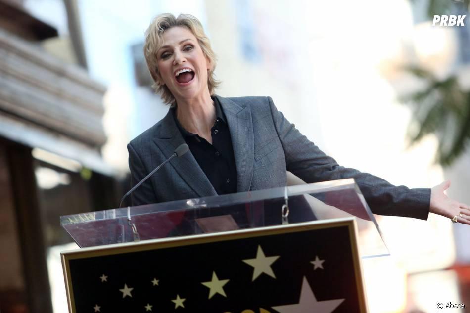 Jane Lynch fait un discours après avoir reçu son étoile sur le Walk of Fame le 4 septembre 2013