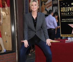 Jane Lynch s'éclate avec son étoile sur le Walk of Fame le 4 septembre 2013