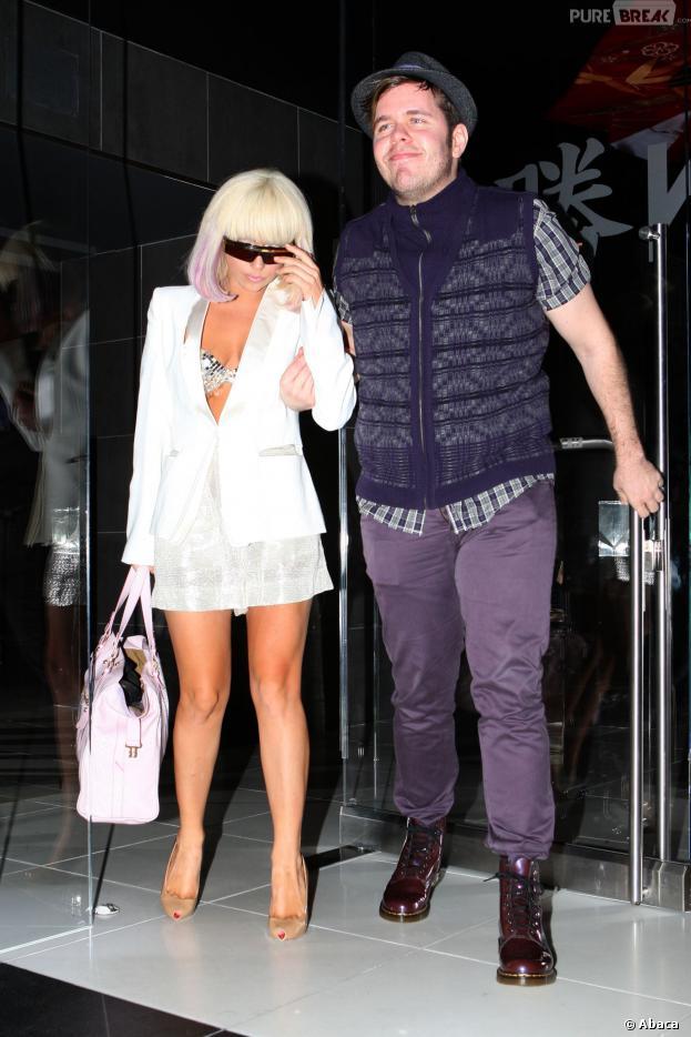 Lady Gaga et Perez Hilton photographiés à la sortie d'un restaurant de Los Angeles le 8 mars 2009