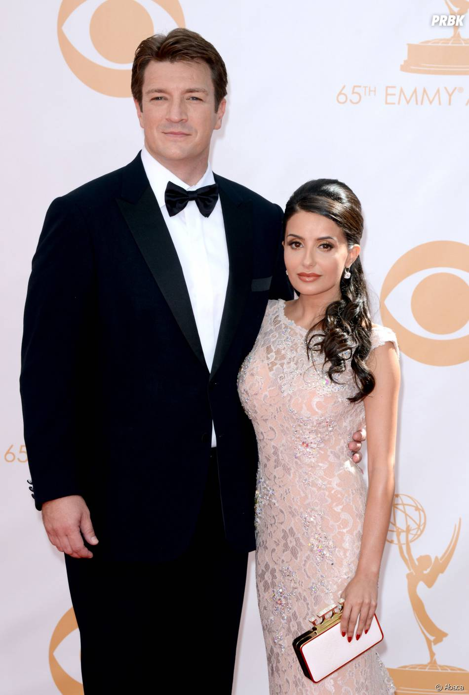 Nathan Fillion et Mikaela Hoover aux Emmy Awards 2013 le 22 septembre 2013 à Los Angeles