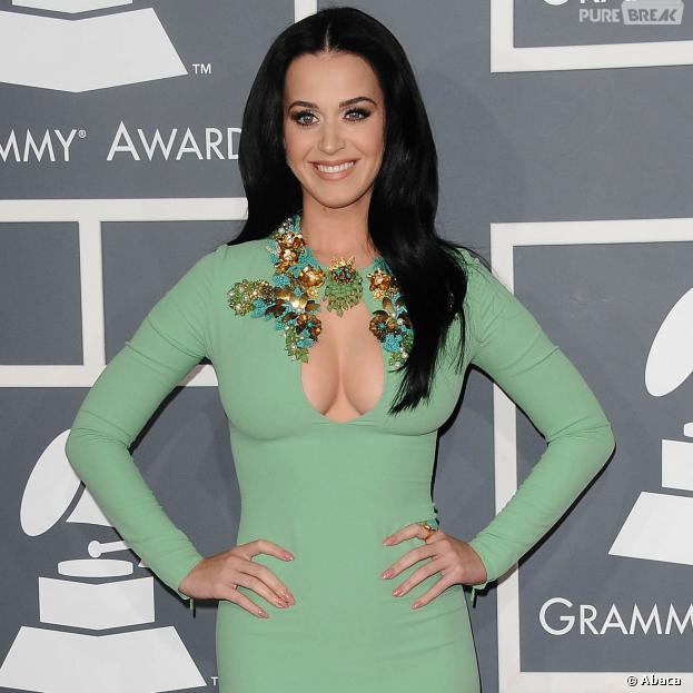 Katy Perry critique les chanteuses pop qui se mettent nues, mais est-elle vraiment mieux ?