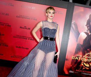 Jennifer Lawrence a du style à l'avant-première d'Hunger Games l'embrasement à Los Angeles le 18 novembre 2013