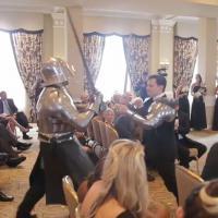 """Ninjas, Batman, chevaliers... : un mariage épique """"gâché"""" par des invités surprises"""