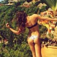 Lea Michele dévoile ses fesses et son bikini 100% sexy sur Twitter