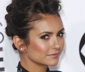 People's Choice Awards 2014 : Nina Dobrev sur le tapis-rouge