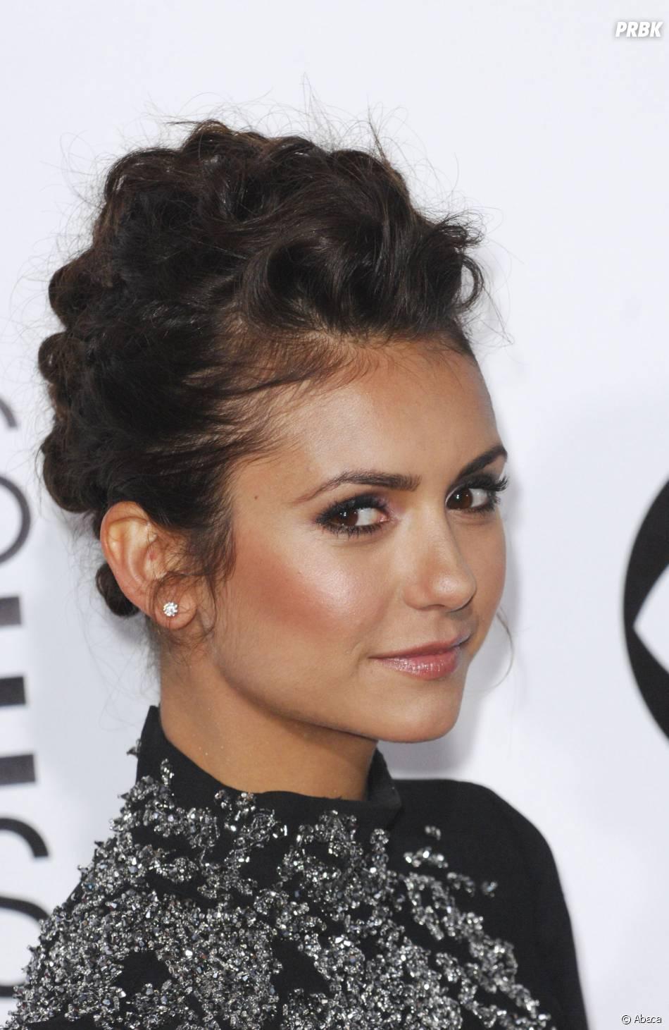 People's Choice Awards 2014 : Nina Dobrev sur le tapis-rouge