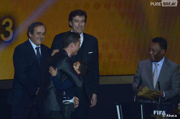 Cristiano Ronaldo et son fils Cristiano Ronaldo Junior pendant la cérémonie du Ballon d'or 2013, le 13 janvier 2014 à Zurich