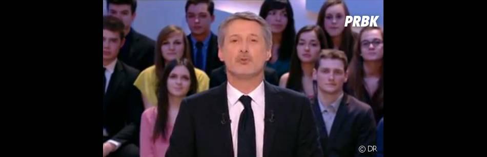 Antoine de Caunes se moque de ses concurrents dans Le Grand Journal