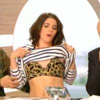 """Julia Molkhou : """"strip-tease"""" sexy et drôle en direct dans La Nouvelle Edition"""