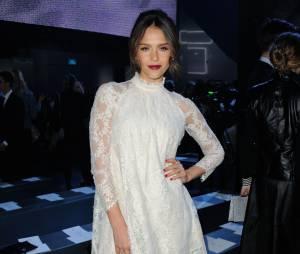 Jessica Alba au défilé H&M pendant la Fashion Week de Paris, le 26 février 2014