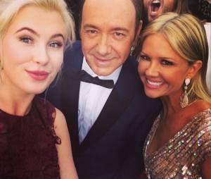 Jared Leto photobomb le selfie d'Ireland Baldwin aux Oscars 2014, le 2 mars 2014