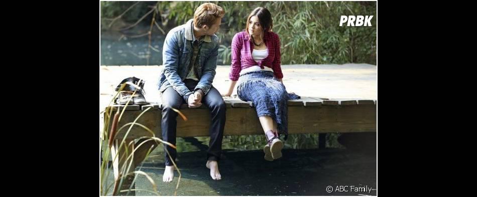 Pretty Little Liars saison 4, épisode 22 : Riley (Nick Roux) va redonner le sourire à Aria