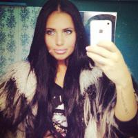 Nikky (Giuseppe Ristorante) : selfies sexy et photos du tournage sur Twitter
