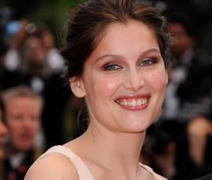 Laetitia Casta souriante et décolletée au festival de Cannes 2011