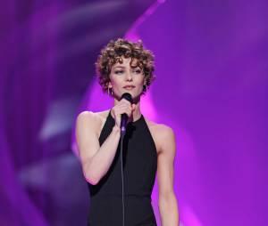 Vanessa Paradis au micro sur la scène des Victoires de la Musique 2014