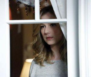 Revenge saison 3, épisode 18 : Emily VanCamp sur une photo