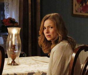 Revenge saison 3, épisode 18 : Emily bouleversée sur une photo