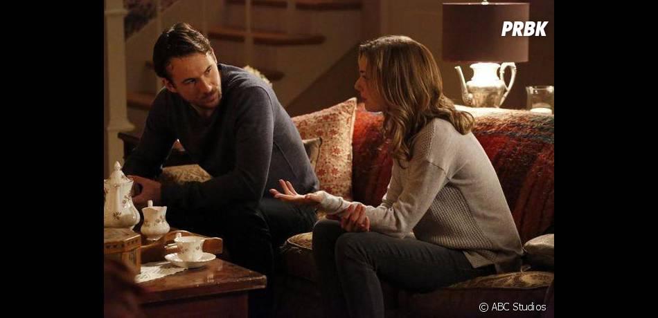 Revenge saison 3, épisode 18 : Aiden et Emily sur une photo