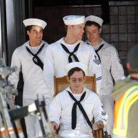 Glee saison 5 : Chris Colfer et les garçons en marins sur le tournage