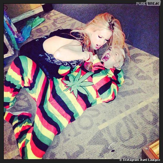 """Miley Cyrus et Avril Lavigne se """"bagarrent"""" dans les coulisses"""
