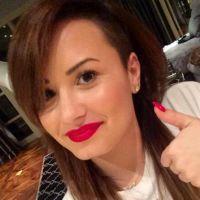 Demi Lovato change encore de coupe de cheveux : ciao le rose, retour au brun