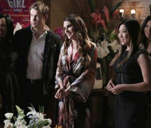 Glee saison 5, épisode 17 : Rachel entourée de ses amis pour ses débuts à Broadway