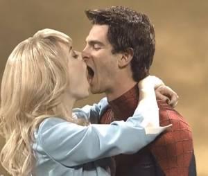 Emma Stone et Andrew Garfield embrassent très mal