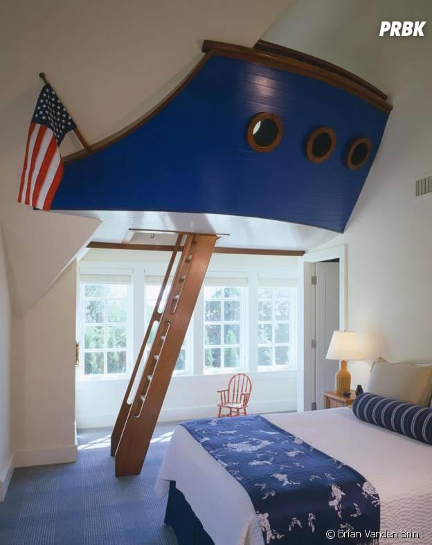 Navire au plafond