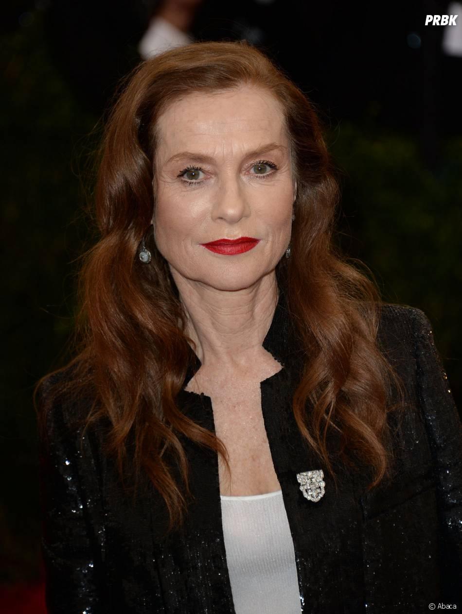 Isabelle Huppert prend la pause au Met Gala le lundi 5 mai 2014 à New York