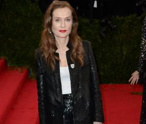 Isabelle Huppert très classe au Met Gala le lundi 5 mai 2014 à New York