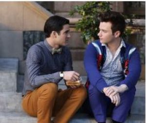 Glee saison 5, épisode 20 : Darren Criss et Chris Colfer sur une photo du final