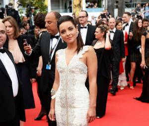 Priscilla Betti sur le tapis rouge de l'ouverture du Festival de Cannes 2014, le 14 mai