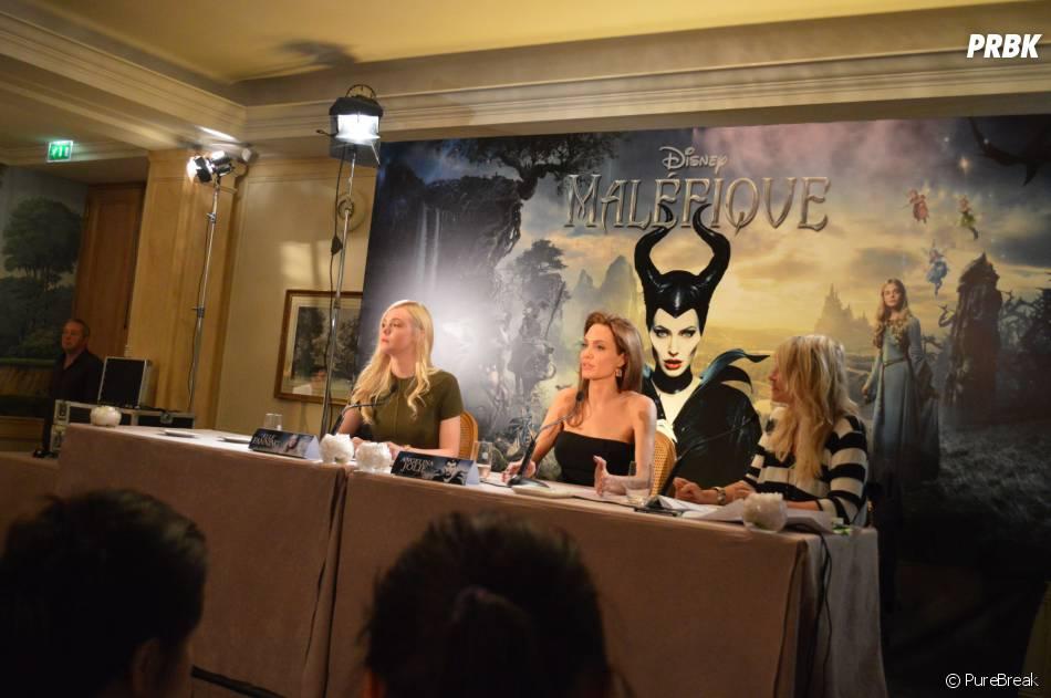 Angelina Jolie et Elle Fanning à la conférence de presse de Maléfique le 6 mai 2014 à Paris