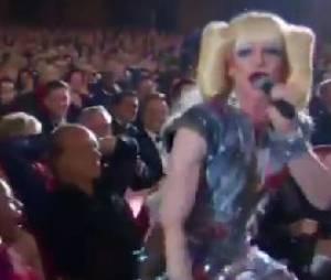 Neil Patrick Harris offre une lap dance à Sting aux Tony Awards 2014