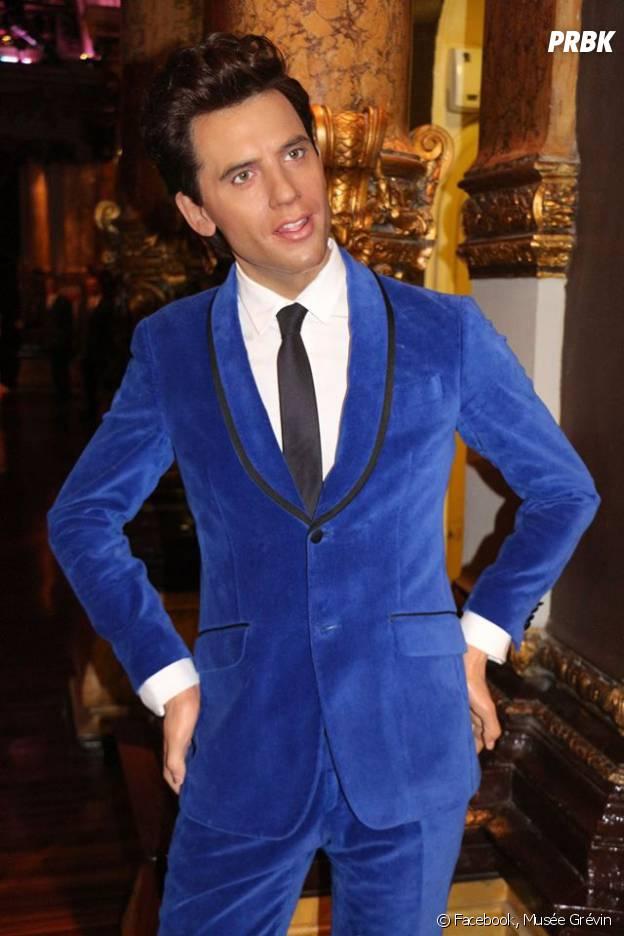 Mika : sa statue du Musée Grévin porte désormais le fameux costume bleu de The Voice