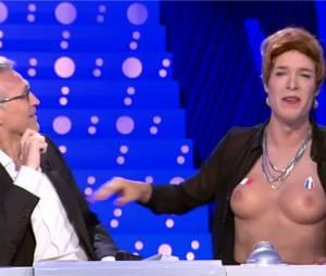 Nicolas Bedos : 'seins' nus dans On n'est pas couché sur France 2 le 14 juin 2014