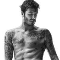 David Beckham : torse nu, sexy et barbu pour la rentrée H&M