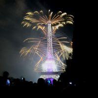 14 Juillet : feu d'artifice magique à Paris sur la Tour Eiffel, photos et vidéos