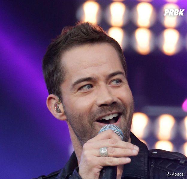 """Emmanuel Moire malade : le chanteur est contraint d'annuler tous les concerts de sa tournée """"Le Chemin"""""""