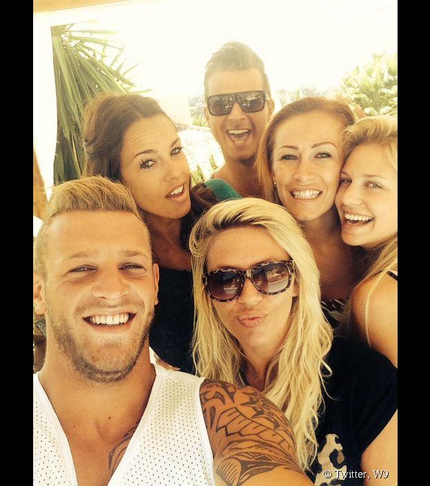 Les Ch'tis dans la Jet Set : selfie de Vanessa Lawrens, Adixia, Gaëlle, Jordan, Vincent et Tressia