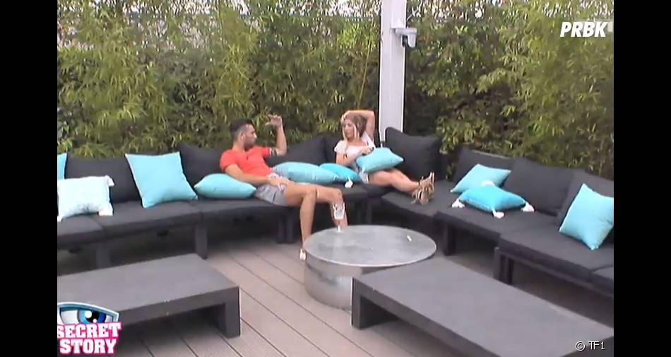 Julie veut savoir à quel jeu joue Aymeric avec Joanna et Jessica