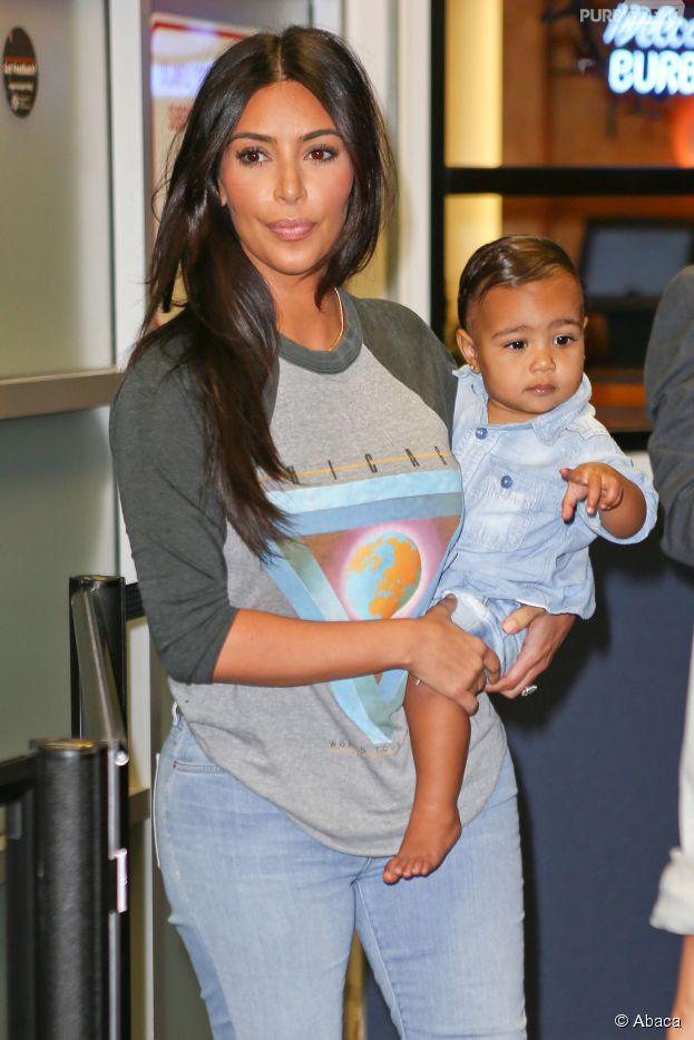 Kim Kardashian et sa fille North à Burbank, le 7 août 2014
