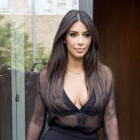 Kim Kardashian : décolleté sexy et transparent à New York