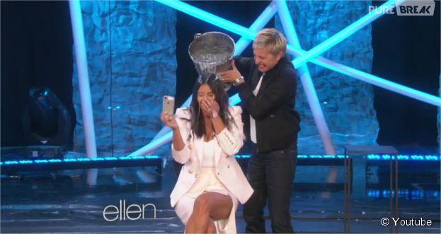 Kim Kardashian fait son Ice Bucket Challenge en direct dans le Ellen DeGeneres Show