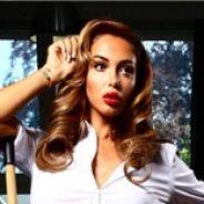 Nabilla Benattia : pin-up sexy face à Thomas Vergara pour un shooting