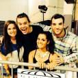 One Direction : Harry Styles prend la pose avec le couple fiancé